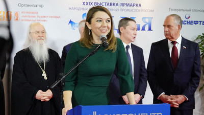Наталья Виртуозова открыла выставку народных художественных промыслов России