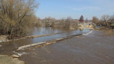 Река Осетр в Серебряных Прудах затопила мост