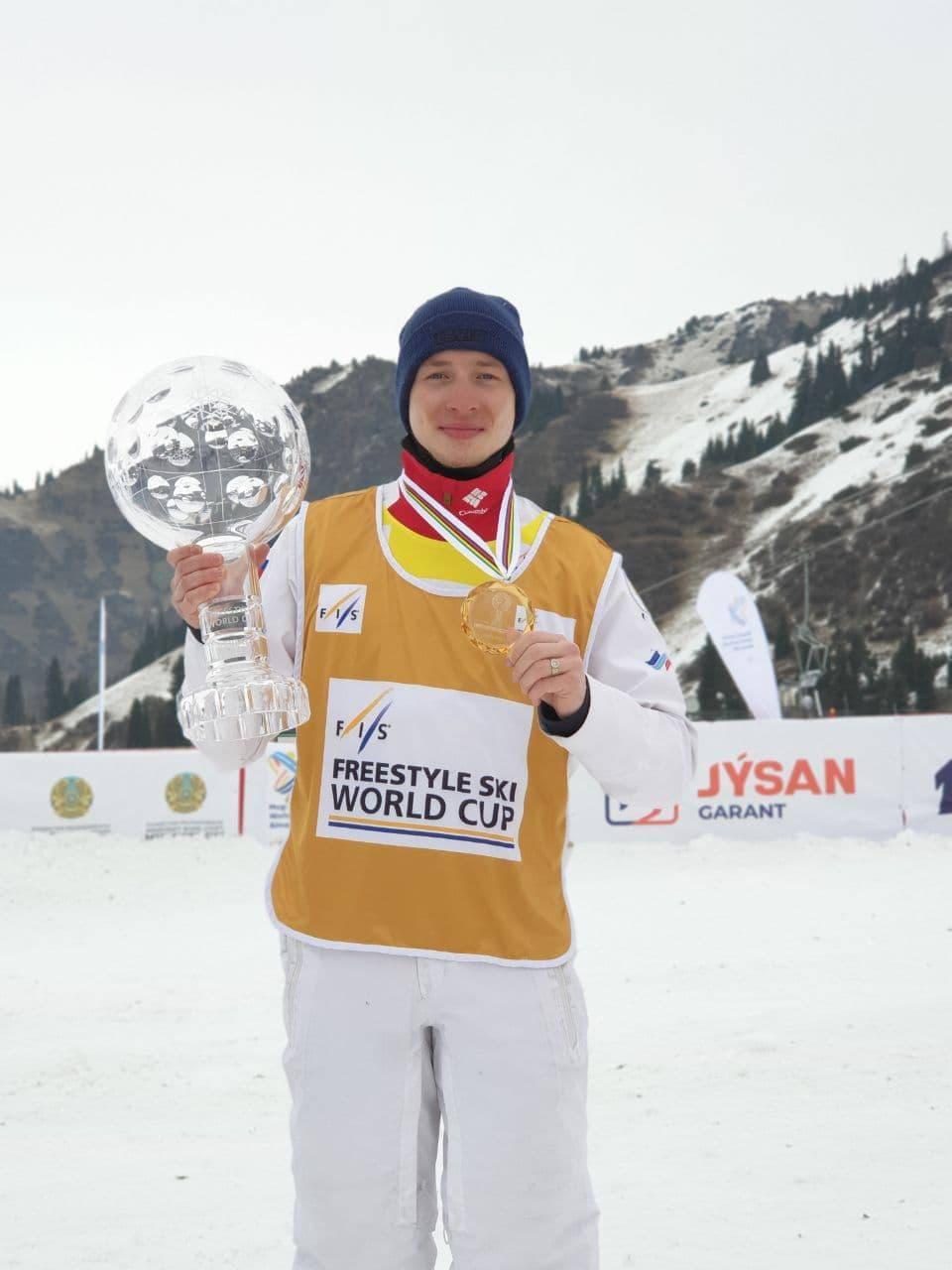 Подмосковный спортсмен Максим Буров победил в общем зачете Кубка мира по фристайлу
