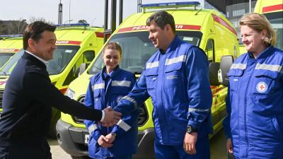 Губернатор передал ключи от новых автомобилей областной станции скорой медицинской помощи