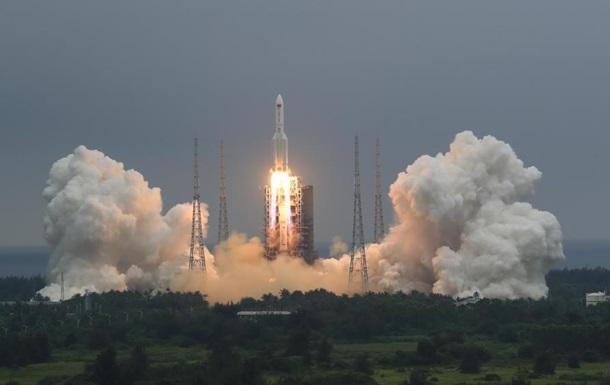 Китай запустил главный модуль космической станции