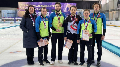 Мужская сборная Подмосковья завоевала серебряные медали на чемпионате России по керлингу