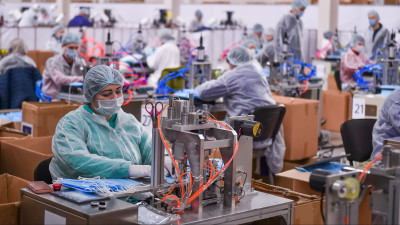 Андрей Воробьев посетил новую фабрику по производству средств индивидуальной защиты