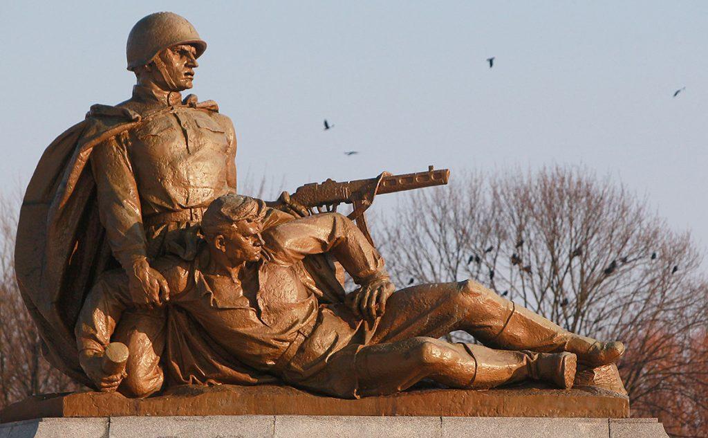 польша убирает советские памятники