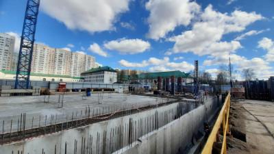 Рабочие приступили к разработке котлована кампуса физтех-лицея в Долгопрудном