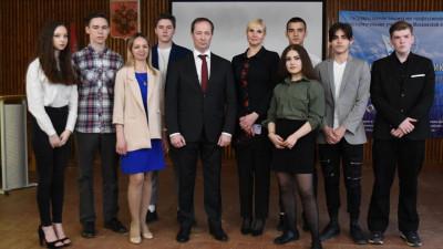 Роман Терюшков обсудил развитие спортивной инфраструктуры со студентами в Жуковском