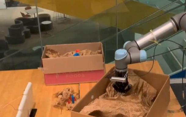 В США научили робота распознавать вещи вслепую