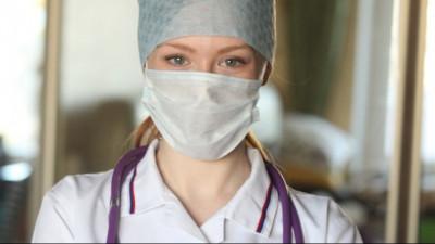 Андрей Воробьев поздравил медсестер и медбратьев с профессиональным праздником