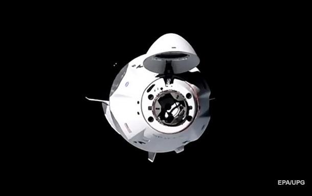 Crew Dragon отстыковался от МКС