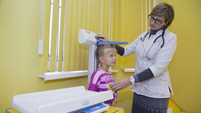Девочка на приеме у педиатра в клинике «ВТМ» в Люберцах.