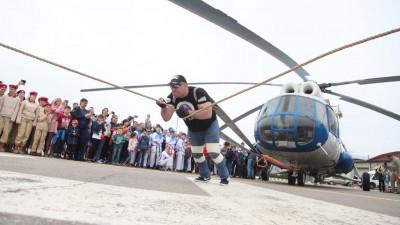 Подмосковный стронгмен попробует отбуксировать вертолет Ми-26 весом 40 тонн в Люберцах