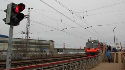 Более 10 нарушений зафиксировали на железнодорожном переходе в Дмитрове за 2 часа