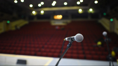 Микрофон в зрительном зале