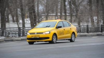 Ветеранам Подмосковья рассказали, как воспользоваться бесплатным такси до 9 мая