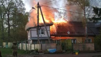 Военнослужащие Росгвардии помогли потушить пожар в частном секторе в Подмосковье