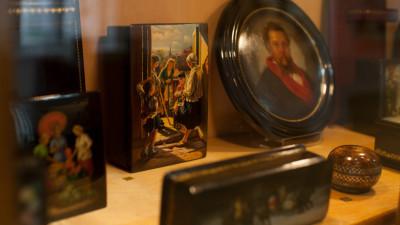 Выставка «Федоскино: масло, лак, папье-маше» в Дарвиновском музее