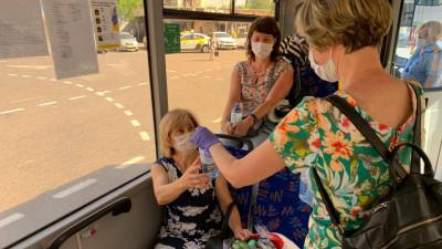 Более 5,5 тыс. бутылок воды раздали пассажирам общественного транспорта региона во вторник