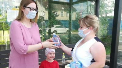 Более 6 тыс. бутылок воды раздали на остановках и в автобусах в Московской области