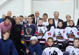 Дмитрий Чернышенко и Олег Матыцин встретились с воспитанниками детской спортивной школы № 14 в Сочи