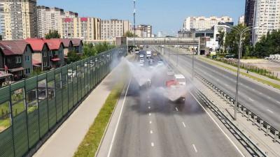 Дорожные службы Подмосковья начали поливку дорог