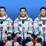 Китайские космические строители пристыковались к своей станции