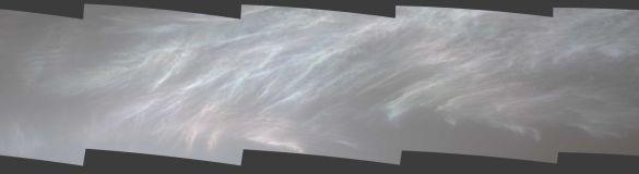 Марсоход запечатлел перламутровые облака