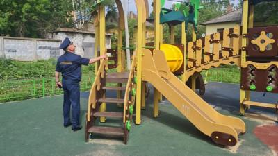 Свыше 1,1 тыс. нарушений на детских площадках устранили в Подмосковье за неделю