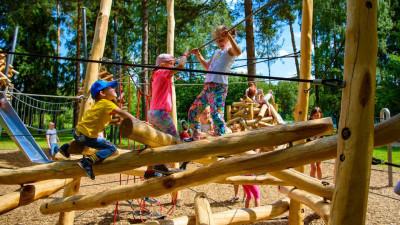 В Московской области разрешили свободно посещать детские площадки в парках