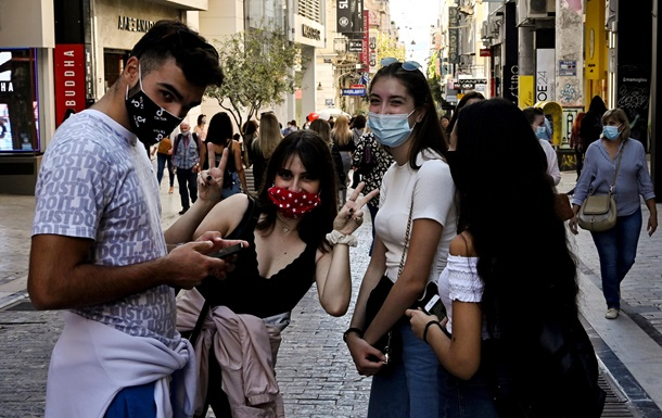 В ВОЗ объяснили, зачем носить маски после вакцинации