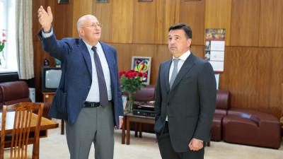 Андрей Воробьев поблагодарил Дениса Логунова за разработку вакцины «Спутник V»