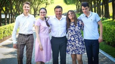 Андрей Воробьев поздравил выпускников школ, набравших по 300 баллов на ЕГЭ