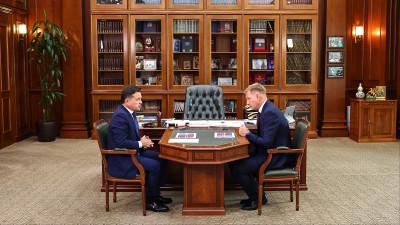 Андрей Воробьев провел рабочую встречу с главой Лосино-Петровского округа