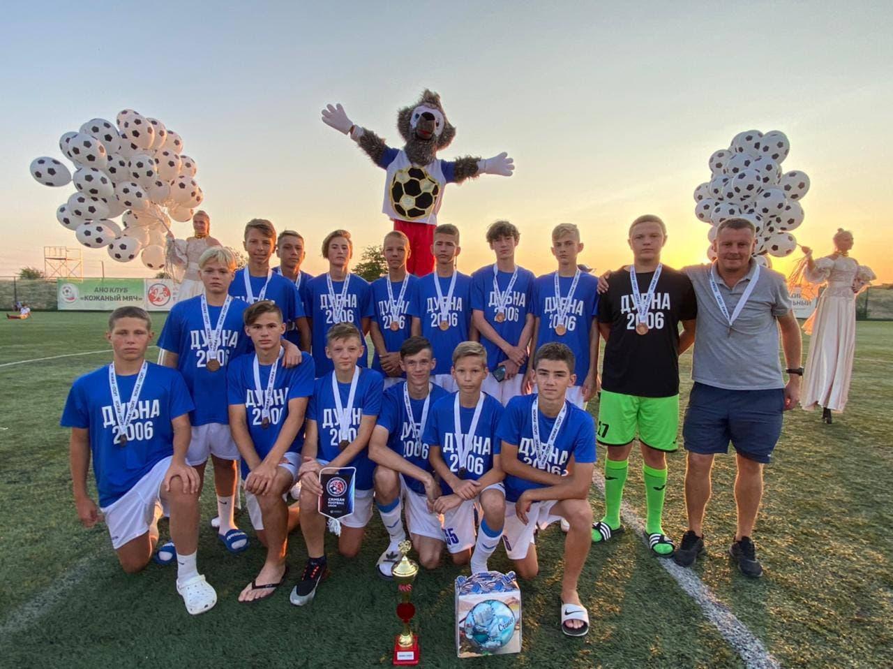 Футбольная команда из Дубны стала бронзовым призёром всероссийского турнира «Кожаный мяч»