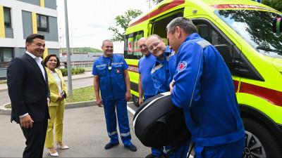 Губернатор передал аппарат непрямого массажа сердца Химкинской подстанции скорой помощи