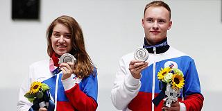 Игры XXXII Олимпиады в Токио: Виталина Бацарашкина и Артем Черноусов выиграли «серебро» в стрельбе из пневматического пистолета с расстояния 10 метров в миксте