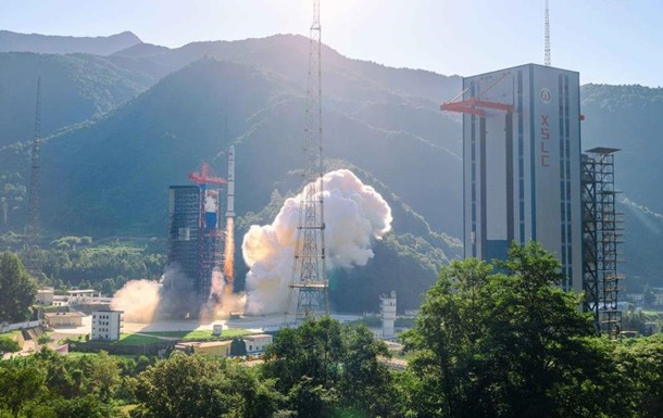 Китай запустил новую партию спутников