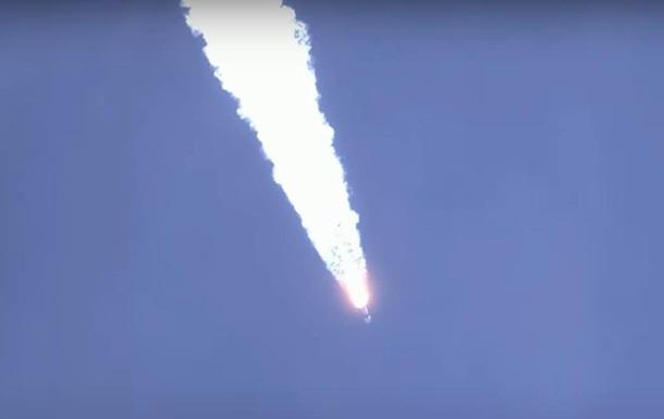 Маск показал видео приземления ракеты Falcon