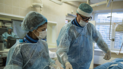 Работа врачей ГКБ №31 в реанимации