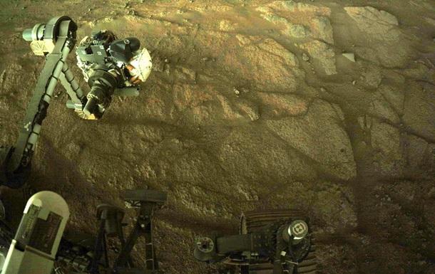 Ровер NASA занялся поисками жизни на Марсе