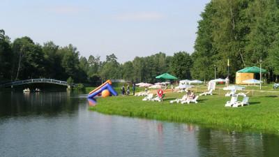 Жителям Подмосковья напомнили о правилах безопасности во время купания детей в водоемах