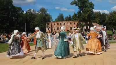 танцевальная программа музейного клуба исторического танца «Реверанс»