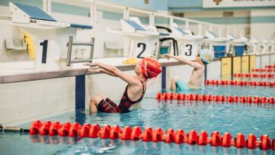 Юные спортсмены попытались установить рекорд России по плаванию в Рузе