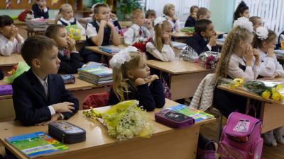 Как получить подарочный набор первоклассника и льготные выплаты к школе в Подмосковье
