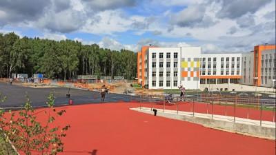 Мебель и оборудование начали устанавливать в новой школе в Наро-Фоминске