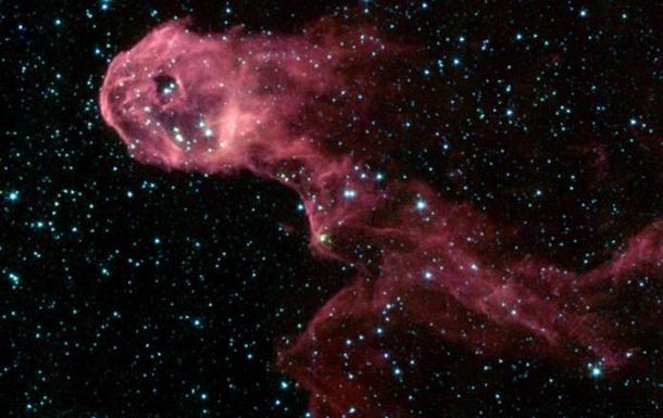 NASA запечатлела в космосе галактику, похожую на хобот слона