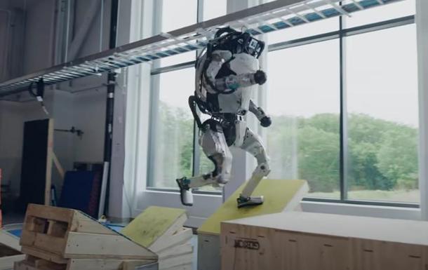 Роботы Boston Dynamics впечатлили паркур-трюками