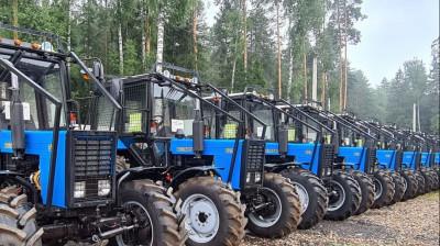Шестнадцать тракторов закупили для лесных хозяйств Подмосковья