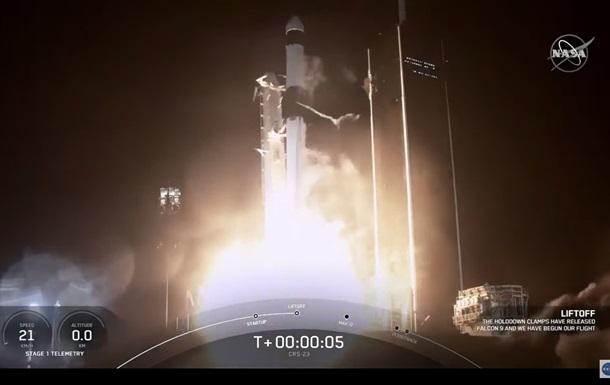 SpaceX отправила на МКС грузовой корабль Cargo Dragon