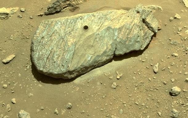 Марсоход NASA добыл первый образец породы