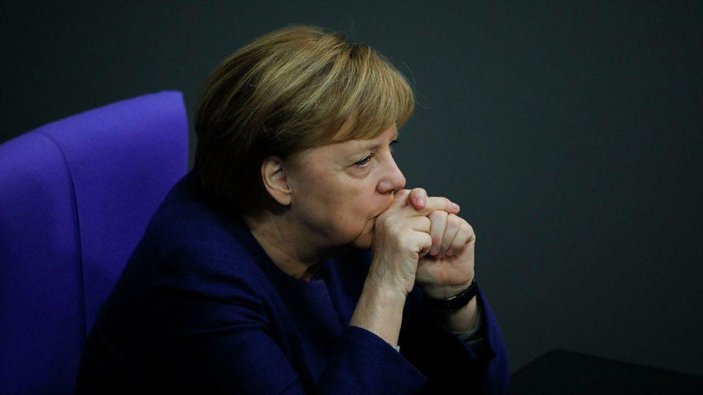 меркель получила пощёчину но вынуждена остаться